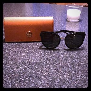Brand new Tory Burch suns ! 😎